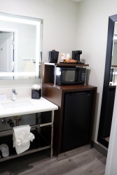 Comfort Inn Antioch - Bathroom & Vanity in Full Bathroom