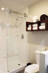 Comfort Inn Antioch - Shower in full bathroom at Comfort inn Antioch