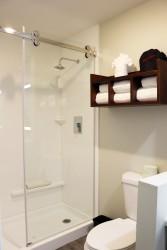 Comfort Inn Antioch - Shower in full bathroom at Comfort inn Antioch